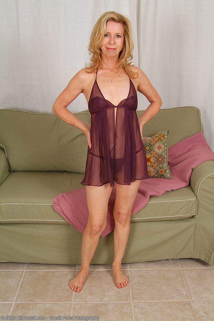 Hot  Mom Marie Kelly Looks Great in This Purple Undies