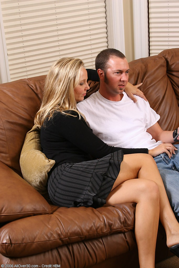 Older  Blond Shows She Can Still Fuck Like the Greatest of Them