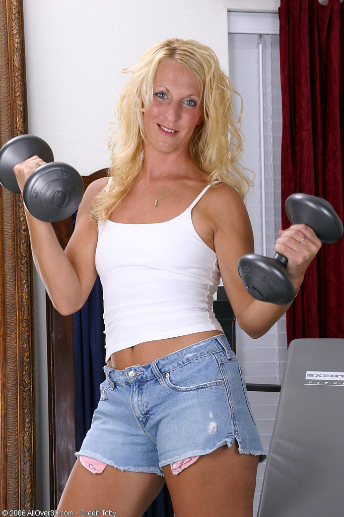 Puffy  Cougar Shows It's More Fun to Work out in the Bare