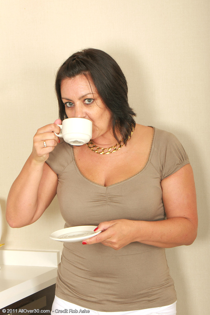 Older 43 Year Old  Wife Loves Her  Cunt with Her Coffee