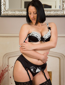 Sexy 39 Year Old Brown Haired Amber L from Milfs30