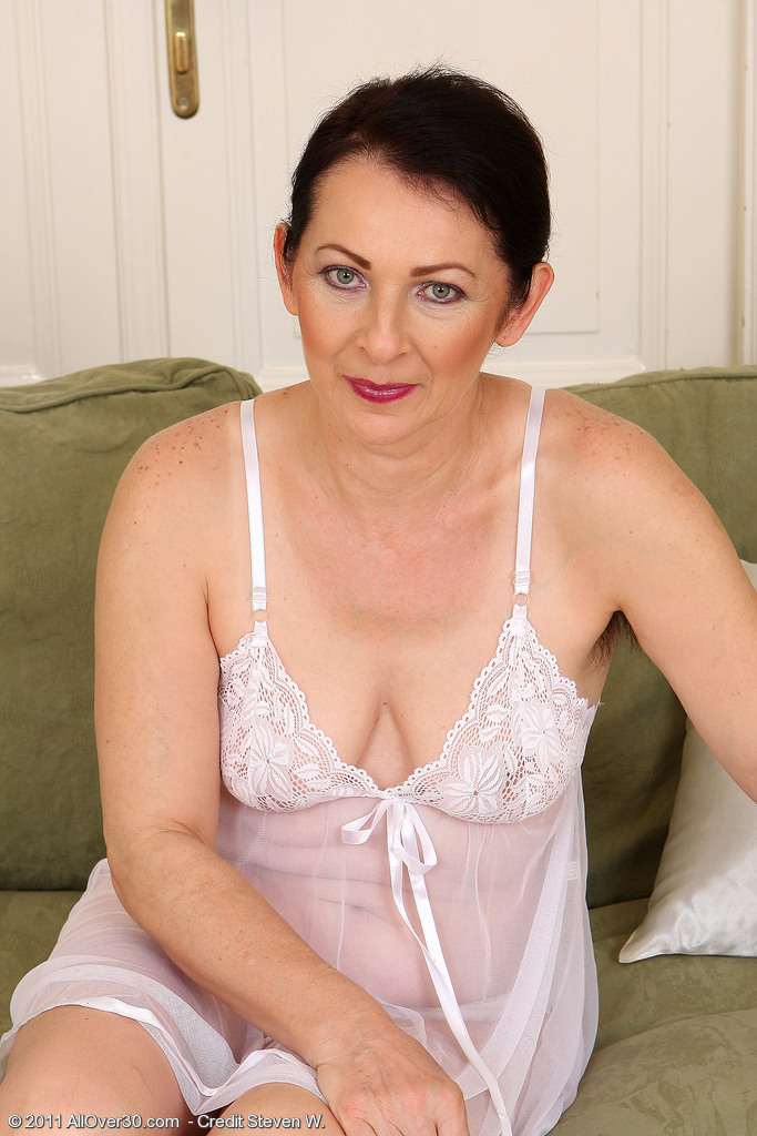 Molten 50 Year Old Anna B from  Milfs30 Showcasing off Her  Furry Pits