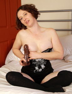 39 Year Old  Cougar Artemesia Slides Her Glass Fake Penis Deep into Her  Hoo Ha