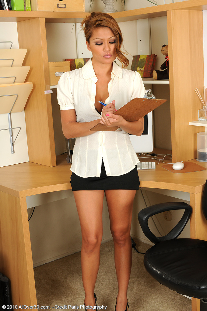 Exotic  Mom Charmane from  Milfs30 Peels off Her Office  Attire