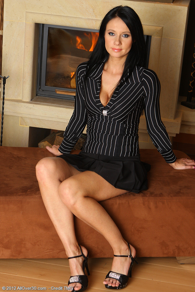 Sexy and Elegant Enza from  Milfs30  Peels off and  Opens Her Long Gams