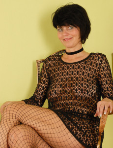 Eve from  Milfs30 in Hot Ebony Lingeries  Opens Her Long Gams Broad
