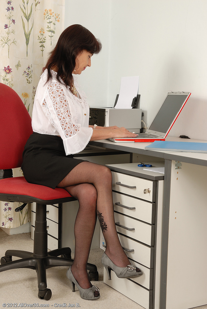 All  All Inborn Titted Office  Cougar Jenny H from  Milfs30 Chews Her  Undies