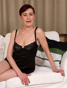 Super  Super Insane Kate T Slides off Her Ebony Panties and  Opens Her  Hairy Box