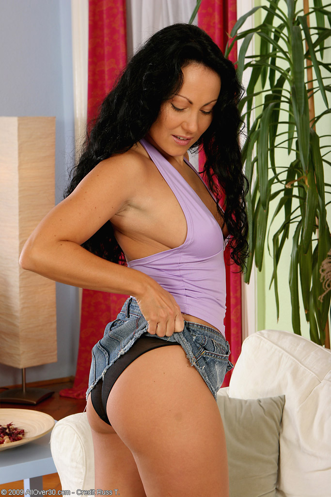 Hot  Older  Brown Haired Laura from  Milfs30 in Jeans and Ebony Knickers