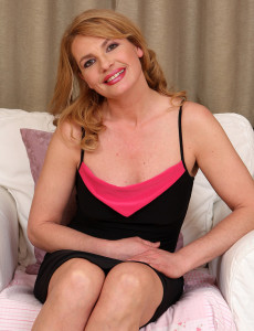 Liz M  Opens Her Raw 44 Year Old  Beaver Open in the White Chair
