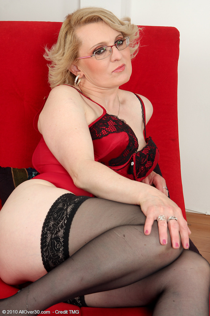 43 Year Old Mareaux from  Milfs30 Looks Spicy Hot in Red Underwear