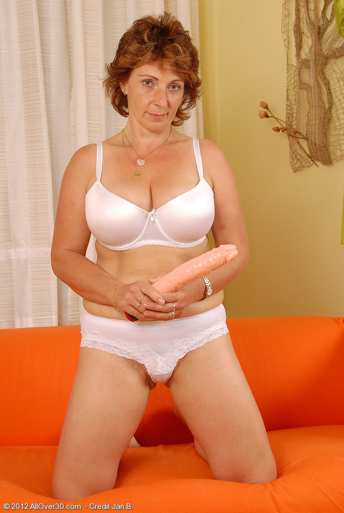 Older Misti Slides Her Large Fake Penis Deep Inwards Her 42 Year Old  Labia