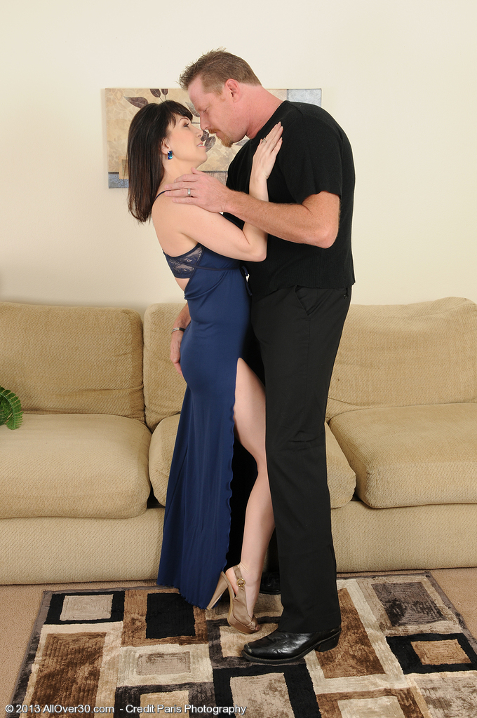 Super  Super Nasty and  Older Rayveness Deep Throats on a Hard Hard-on Before Fucking