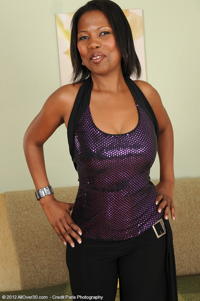 41 Year Old Black Milf Sapphire from  Milfs30 Getting Busy with It