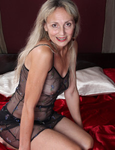At 52 Years Old  Blond  Mom Sienna Pridefully Displays Her Raw Box