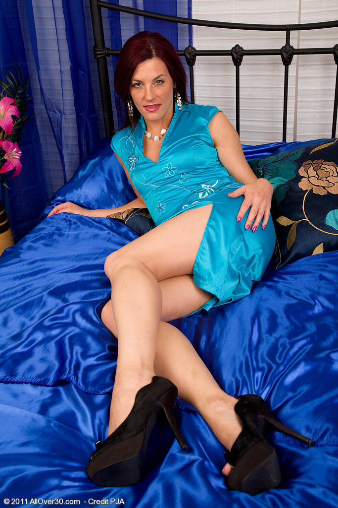 38 Year Old  Mom Sofia Thrusts a Large Blue Dildo into Her  Older  Cootchie