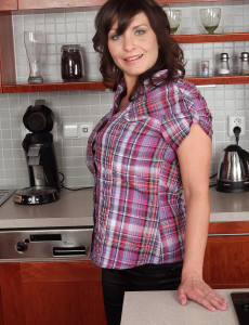 Hot  Brown Haired  Wifey Gets  Naked and  Opens in the Kitchen