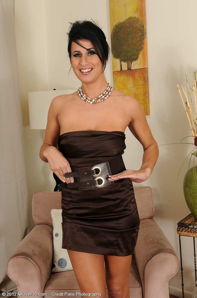 Elegant and Classy  Cougar Sophia Bella from  Milfs30 Playing with Pearls