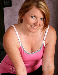 42 Year Old  Mom Kelly from  Milfs30 Works on Her  Older Assets