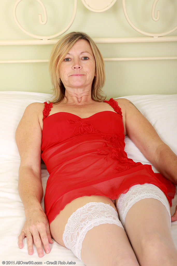 Hot 48 Year Old Susie Tucks a Hefty Plastic Dildo into Her  Older Honey Hole