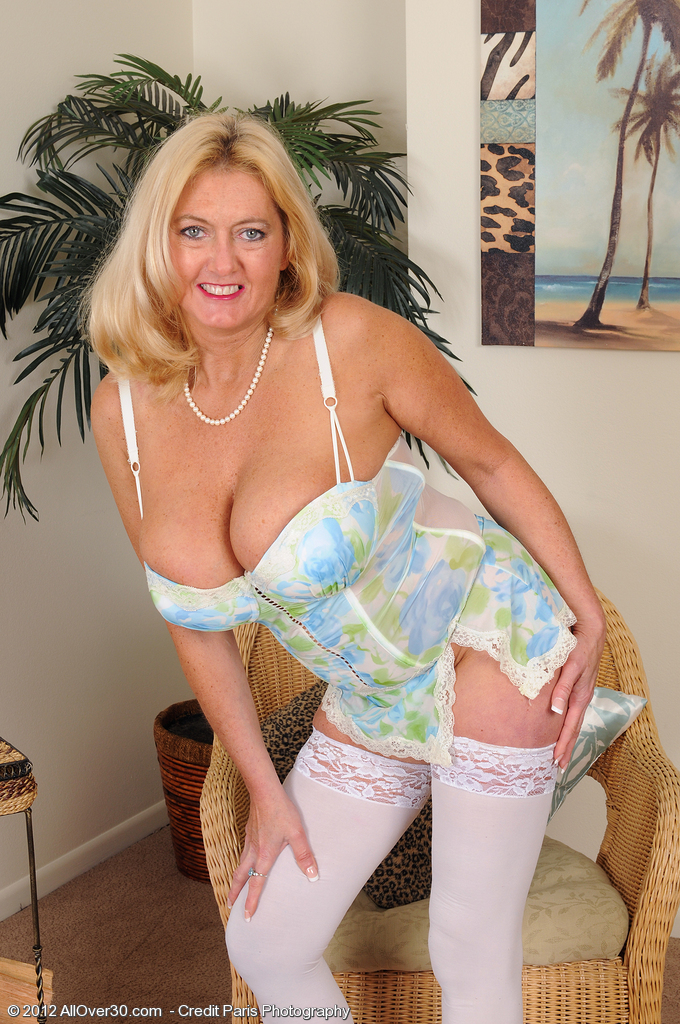 Large Breasted Milf Tahnee Taylor from  Milfs30 in White Pantyhose  Opens