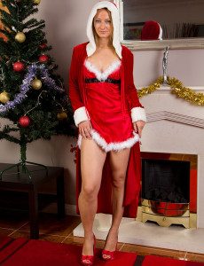 Sexy  Older Tara Trinity Wants to Share Her Christmas Spirit with You