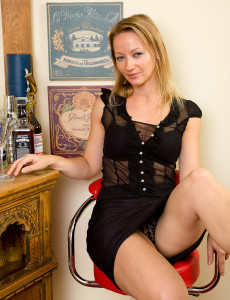 Elegant Tara Trinity Has a Martini and then Loosens Up Her Hot  Twat
