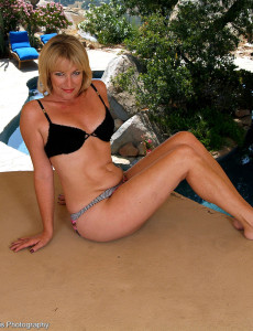 47 Year Old Tina from  Milfs30 is  Naked and  Opening Up Outdoors