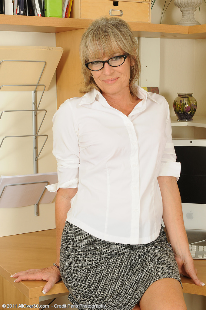 49 Year Old Tina from  Milfs30  Opens Her Gams Broad After Work