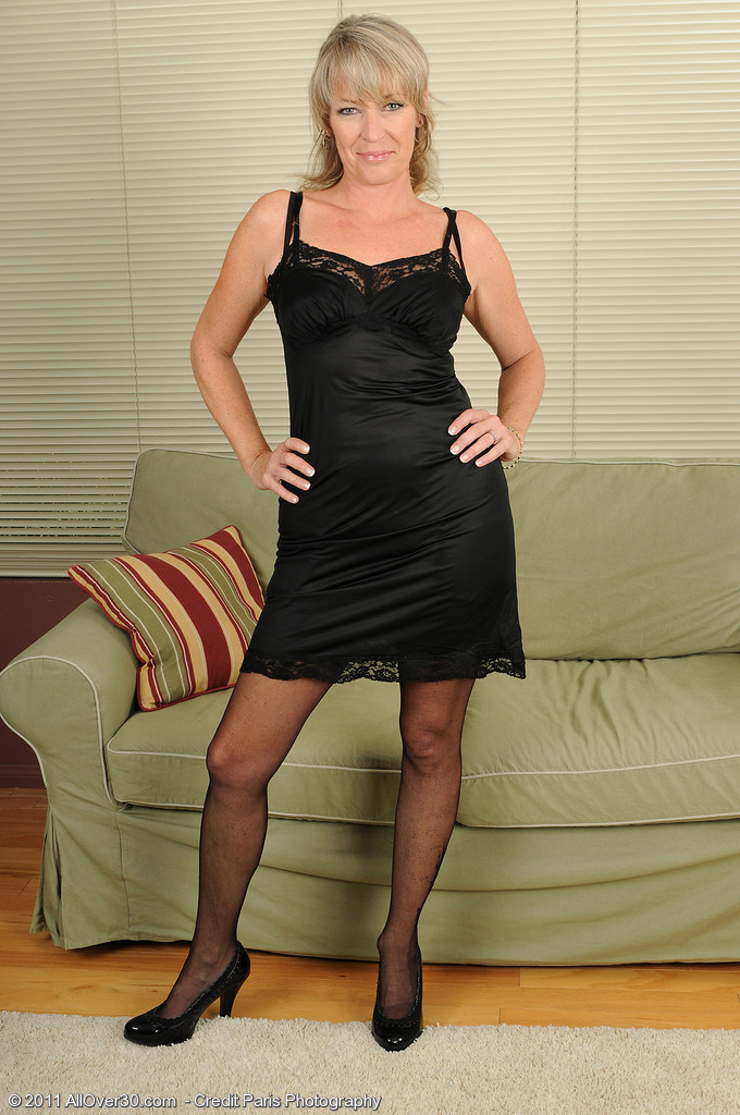 Hot Blond Milf Tina in Pantyhose and Ligerie Opens Her