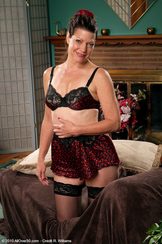 Victoria P from  Milfs30 Shows off Her  Older and Hairy Beaver