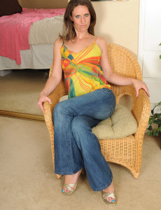 Long Legged  Cougar Whitney S  Opens Her  Beaver and Toes for You