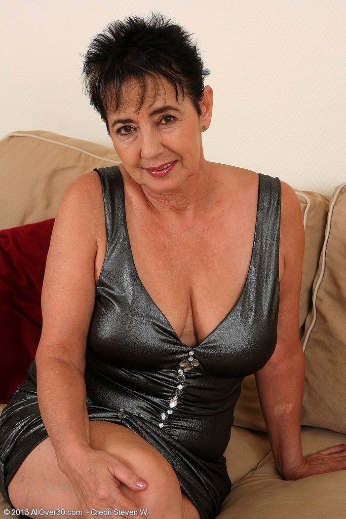 57 Year Old  Wifey Yvette  Takes off off Her Cloths and Deepthroats on Her Jugs