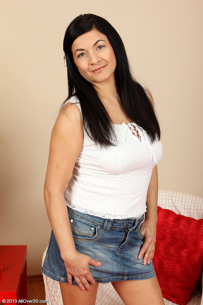 Hot 46 Year Old  Wife Sarah Z  Opening Up Her  Older  Cunny Wide
