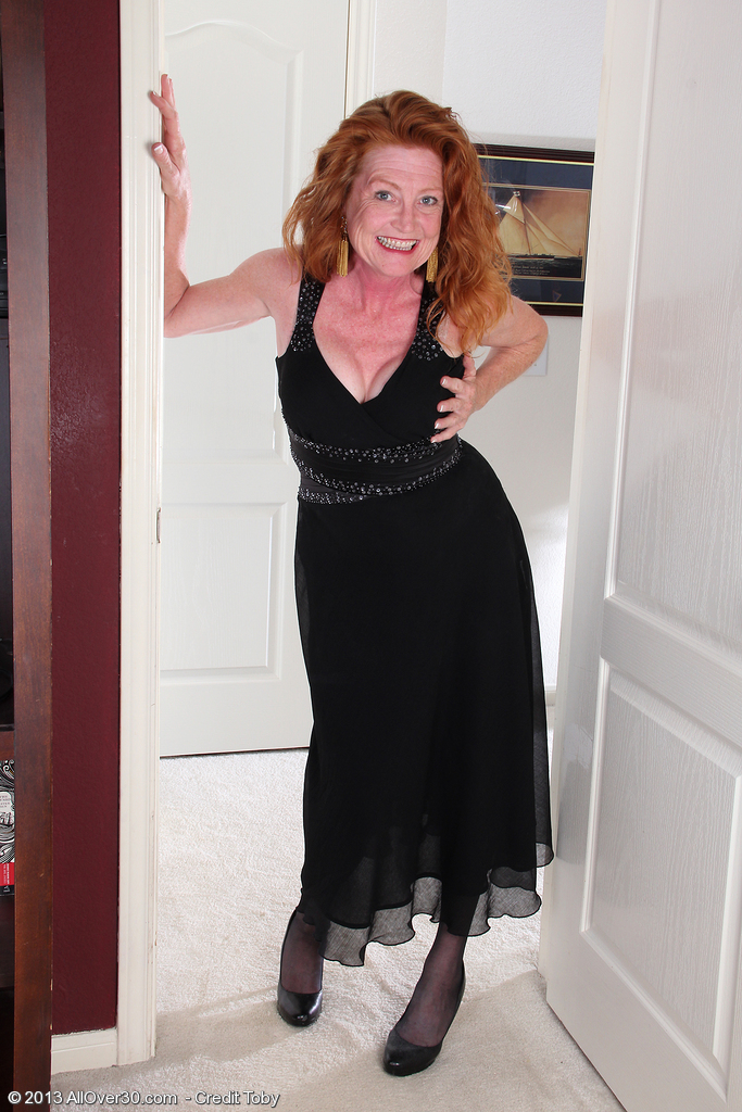 Redheaded and 48 Year Old Tami Estelle  Undresses Nake and  Opens Broad