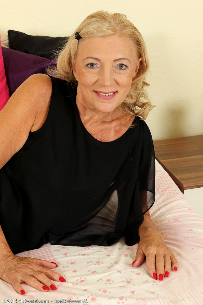 65 Year Old Kamilla from Milfs30 Proving That Old Damsels