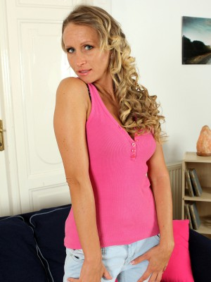 Blond and 31 Year Old Shyla from  Milfs30  Opening Up Her Ass Broad