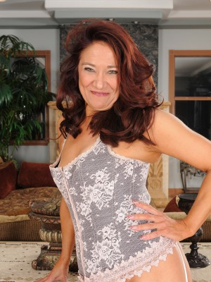 52 Year Old Renne Ebony from  Milfs30 Looking Truly  Hot Inside Lace