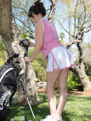 Kelly Capone Cracks from Practicing Golf to Get  Nude Inwards the Backyard