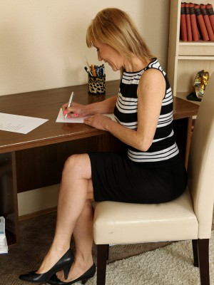 Cute 49 Year Old Steno Tina M Inwards Her Office Puts About a Gorgeous Unclothe Show