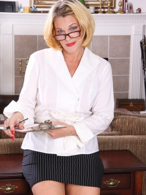 Sexy  Blond Haired Secretary Courtney Smith Opens Her Gams on Her Desk