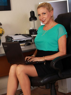 31 Year Old Jessica Taylor  Takes off from Her Nylons at the Female Office Desk
