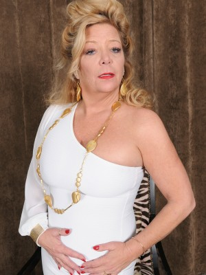 Golden woman of Porn Karen summertime Slides out of the woman White Elegant Dress