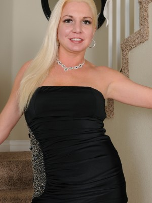 Blond and Splendid Milf Jessica Taylor Slides out of the lady Elegant Dress