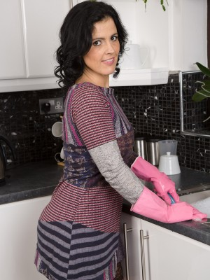 36 Yr Old  Brown Haired Montse Swinger Makes want to a Huge Banana