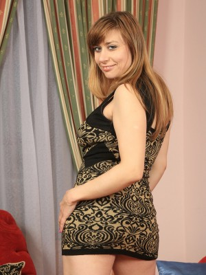 34 Yr Old Milena Plunges Her Hair  old Babe Cage with an Fat Vinyl  Dildo in Here