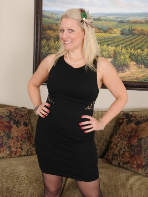 Cute  Blond 36 Yr Old Zoey Tyler  Opens Her Stocking Clad Gams