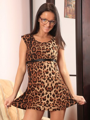 Hot 31 12 months  Wife Barbie N Glides the woman Thongs throughout the Woman Clean-shaved Twat