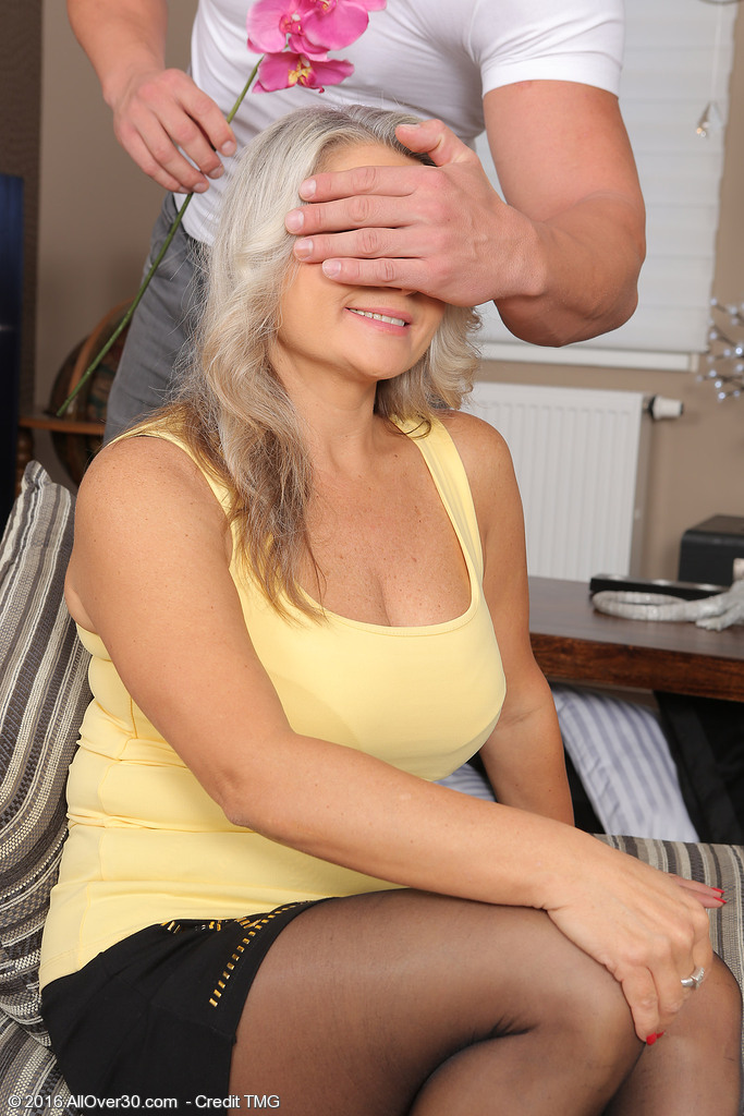Platinum Blond Zaira Connor Gets Flowers and Gets Laid in