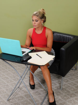 Super Horny Secretary Nikki Capone Shows Those Hips